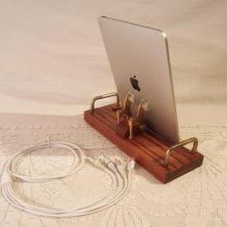 iPad - iPhone -TV / AUDIO Dock - Sync and Charging Station- Oak - Hook up to your TV - Stereo - style V1 iPad Dock iPhone Dock iPod
